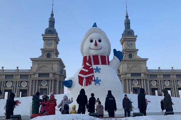 巨型卡通雪人