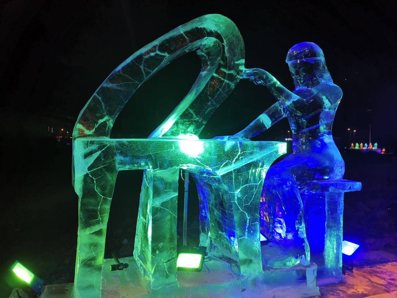 音乐主题冰雕点亮冰城之夜