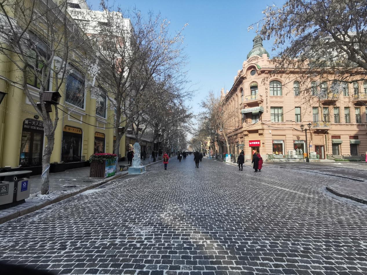 冰雕作品为中央大街添冬韵